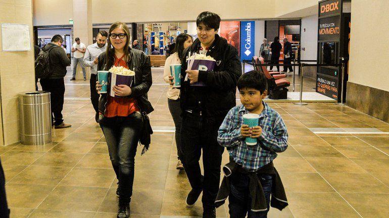 Muchos curiosos en el debut de las novedosas salas de cineen Neuquén