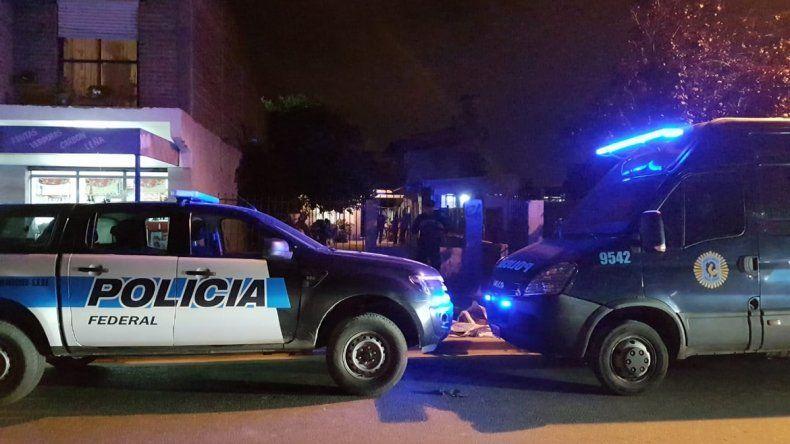 La delegación Neuquén de la Policía Federal realizó tres allanamientos en el barrio Belgrano