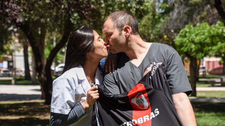 Una pareja neuquina se casa el día en que se define la Libertadores