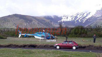 partio el helicoptero para rescatar al andinista neuquino en el volcan lanin