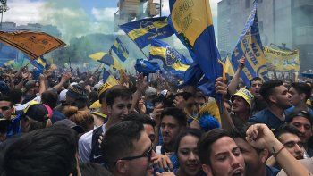 La previa: una multitud acompañó a Boca rumbo al estadio