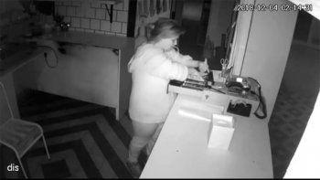 robo en una panaderia y quedo escrachada por las camaras