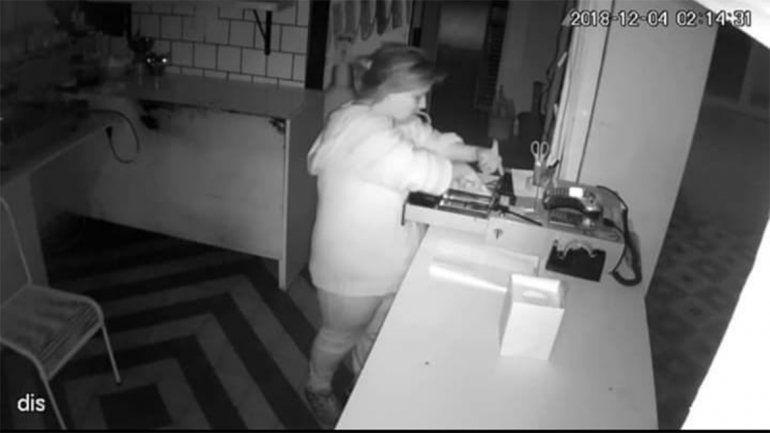 Robó en una panadería Santarelli y quedó escrachada por las cámaras