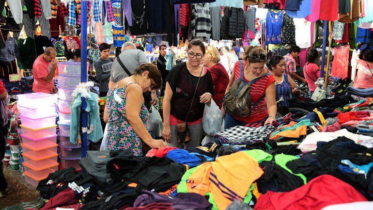 Volvió la polémica feria La Saladita y provocó el enojo de los comerciantes de la zona