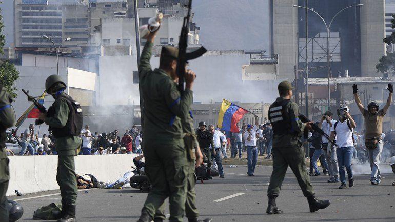 Un muerto y más de 100 heridos dejaron los enfrentamientos en Venezuela