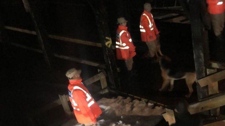 Por el derrumbe y la nieve en La Angostura, rescataron a 750 turistas por el lago