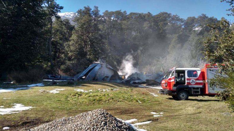 Tres cabañas destruidas por las llamas en Villa Mascardi