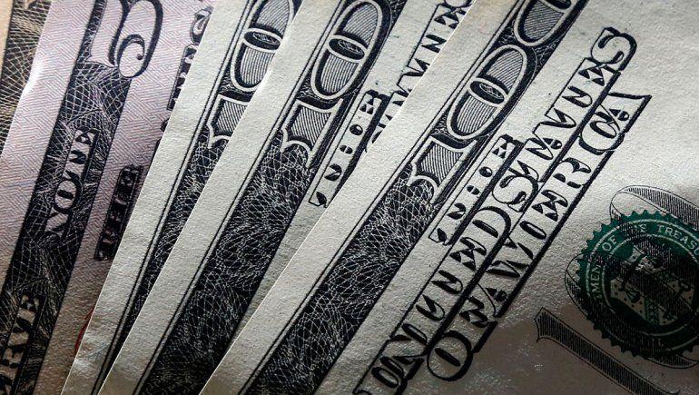 El dólar subió un 33 por ciento y cotiza por encima de los 58 pesos tras las PASO