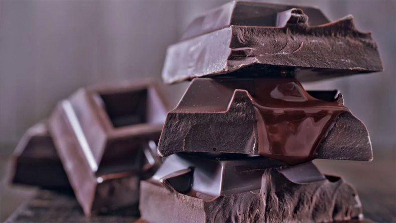 La ANMAT prohibió la venta de un chocolate y alimentos al escabeche