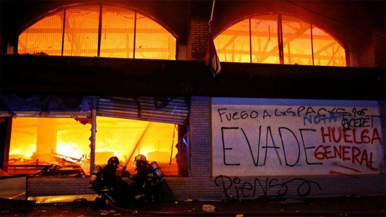 Tensión en Chile: tres muertos en el incendio de un supermercado