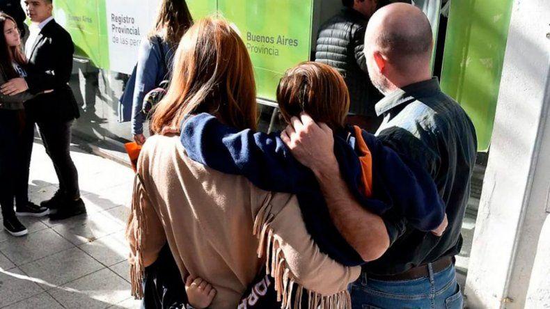 Le buscan familia en todo el país a  un nene de 4 años