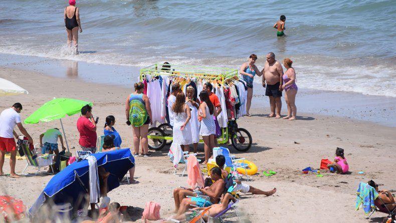 Las playas de Las Grutas y su amplia oferta comercial