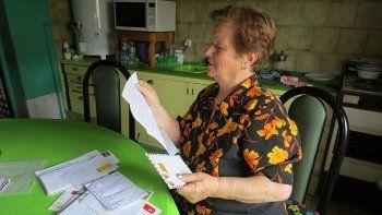La historia de la única vecina que se habla con su familia por carta