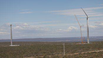 El Parque Eólico Vientos Neuquinos está ubicado en un predio cercano a Bajada Colorada, entre Picún Leufú y Piedra del Águila.