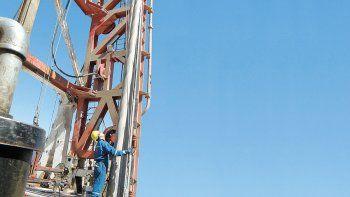 Petroleras ofrecieron una suba en cuotas a los gremios