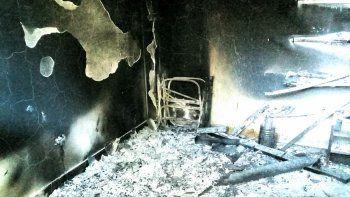 sigue la violencia en villa mascardi: otra cabana incendiada