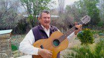 el maestro que con su guitarra educo a miles de ninos