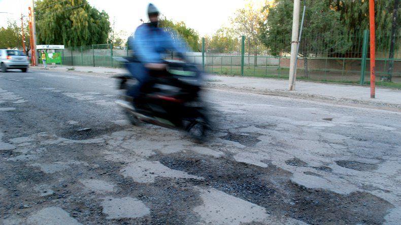 Condenan a ARSA a pagar $600 mil a un motociclista tras caer a un pozo no señalizado