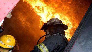 noche de furia: vecinos prendieron fuego la casa de una familia de delincuentes
