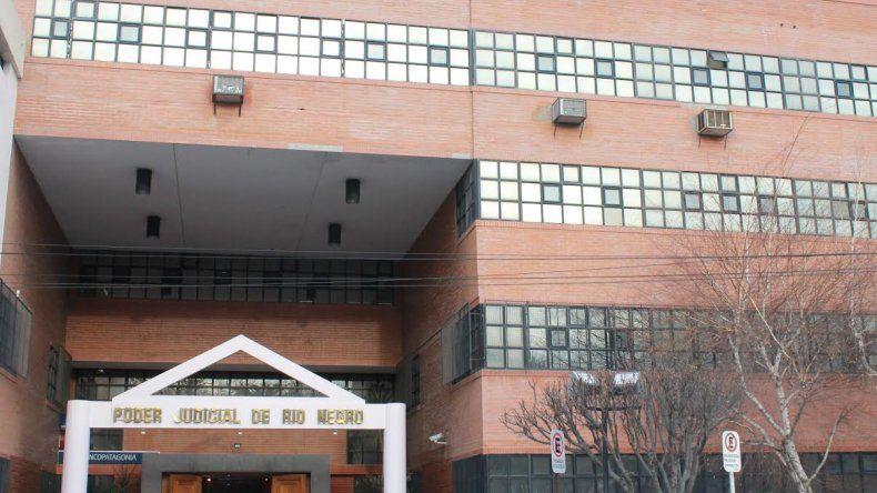 Una jueza ordenó a una pareja vacunar a sus hijos