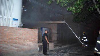 Los bomberos trabajaron en el sector de Laboratorio del Policlínico.