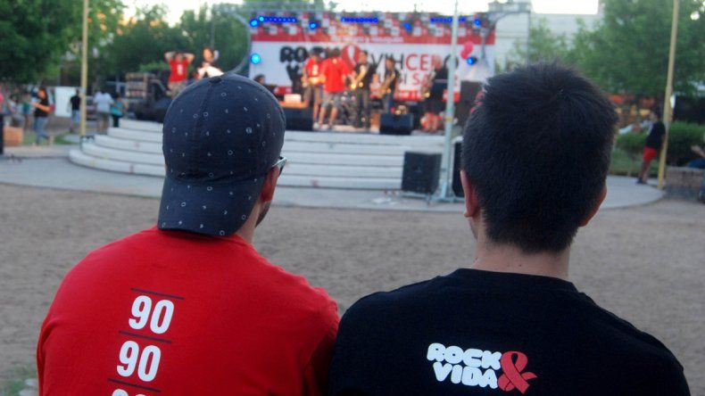 Cuatro bandas regionales se sumaron a la propuesta regional del encuentro anual de Rock&Vida. Los militantes de la ONG repartieron folletería e informaron a los vecinos sobre VIH.