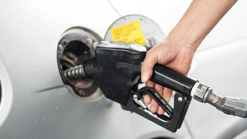 Golpe al bolsillo: la nafta aumentó por segunda vez en el año