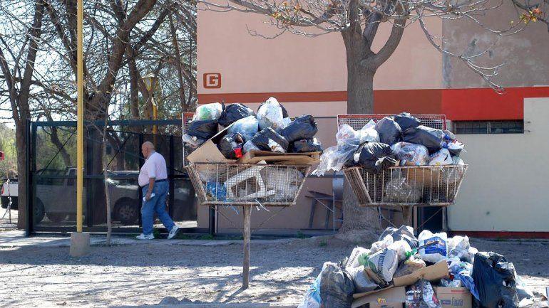Piden no sacar la basura por el fin de semana extra largo