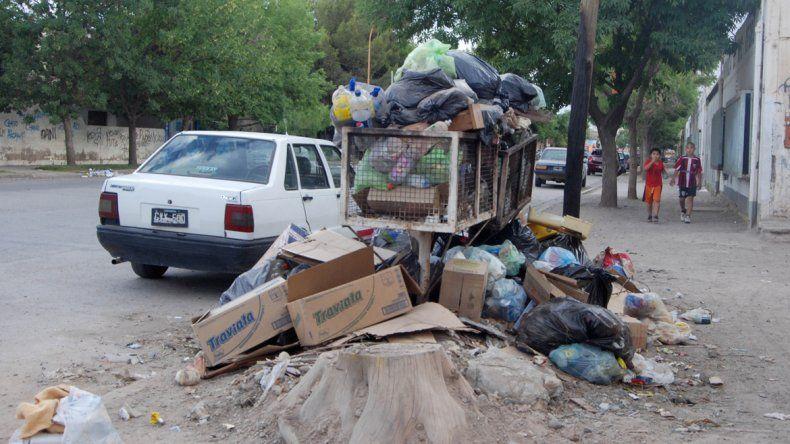 Por el éxodo municipal, la ciudad se llenó de basura