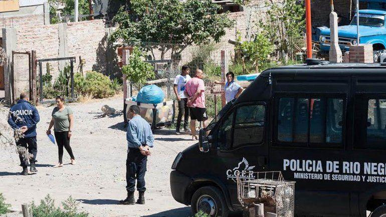 Gran despliegue policial para desalojar a una familia de Oro