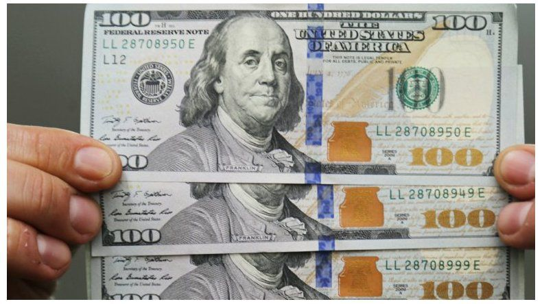 Aumentó el dólar y volvió a marcar un récord histórico
