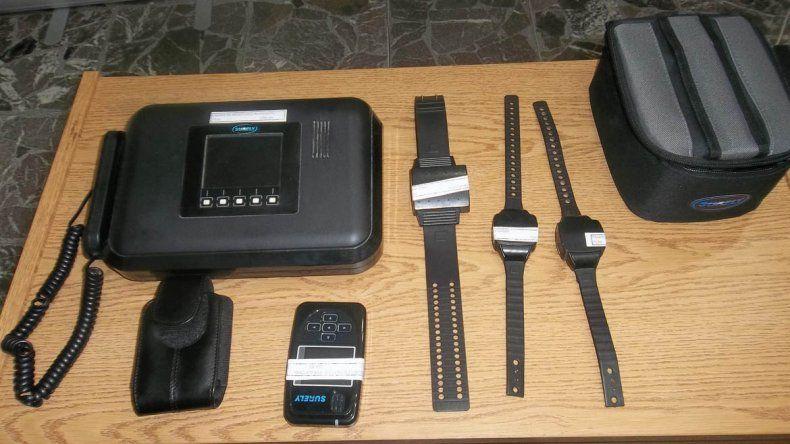 Las tobilleras tienen GPS y alertan si el preso salió de la zona por la que puede desplazarse.
