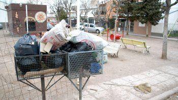 Por la rotura de dos camiones se acumula basura en varios barrios