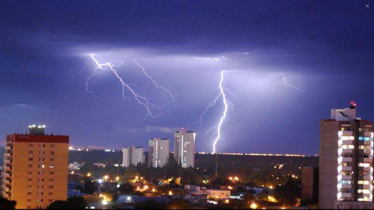 Anuncian tormentas eléctricas para hoy y un finde lluvioso