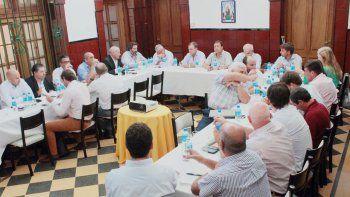 La reunión de gabinete se llevó a cabo en la residencia de los gobernadores.