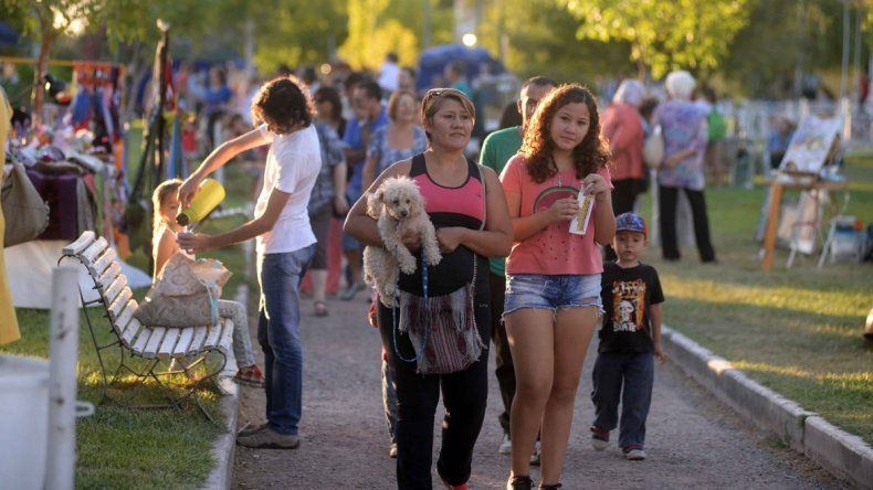 Espectáculos, artesanos y feria de food trucks en el Paseo Cultural