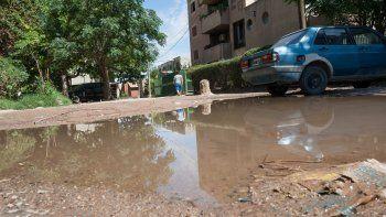 Los desbordes cloacales en el barrio La Paz ya son una costumbre.