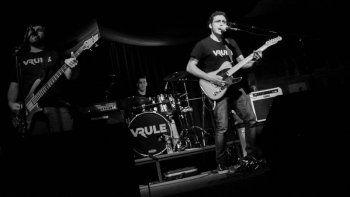 El grupo de rock cipoleño Vrule se presentará mañana, desde las 22:30, en el Centro Cultural de Toschi y Tres Arroyos.