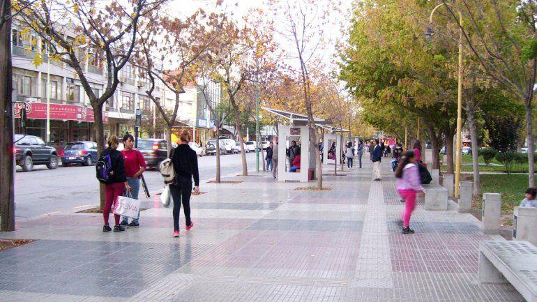 El ataque con burundanga o alguna otra sustancia se produjo en la plaza San Martín. La víctima logró salvarse porque se dirigió a la parada de un colectivo, donde la esperaba una amiga.