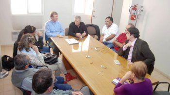 El intendente Tortoriello junto a otros funcionarios acercaron posiciones con los representantes gremiales.