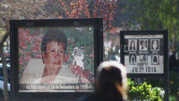 El cartel en la plaza San Martín sigue pidiendo justicia por Ana, a más de 16 años de su asesinato.