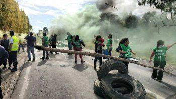 La protesta de ATE en Cordero se trasladará hoy a los puentes carreteros que unen Cipolletti y Neuquén.