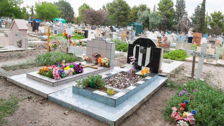 Fueron al cementerio a visitar a un ser querido y les robaron todo