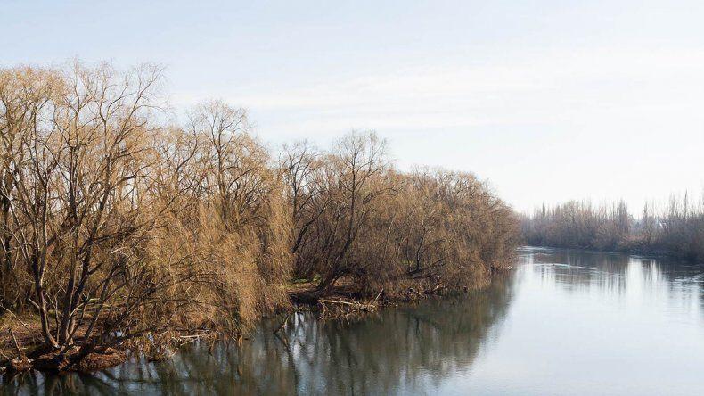 Piden ayuda para encontrar a nena desaparecida en el río Negro