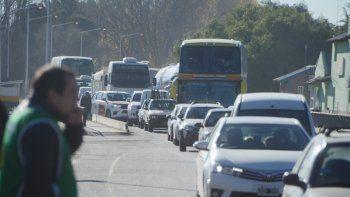 Estatales neuquinos cortarán hoy los puentes carreteros