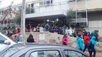 La mayoría de los alumnos cipoleños volvió ayer a clases tras el receso.