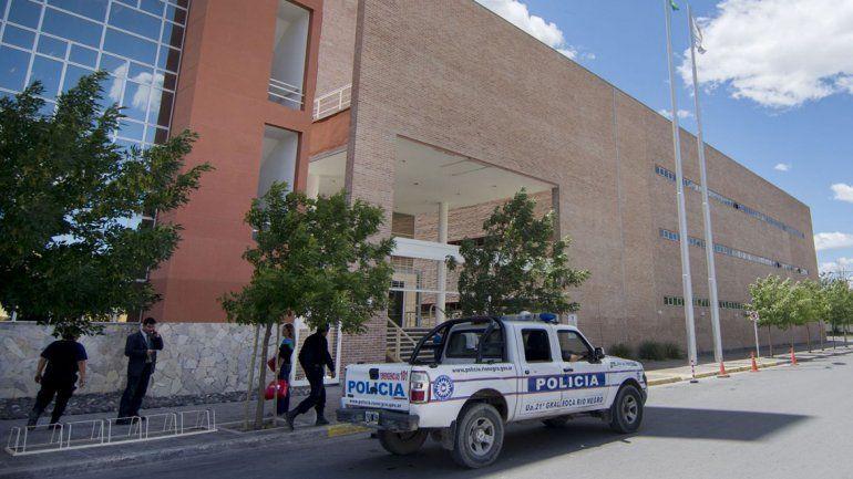 Denuncian a miembro de Unter por acusar de fabuladora a nena abusada por maestro en Roca