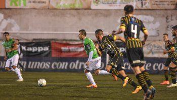 El Albinegro no se lo pudo aguantar a Olimpo y lo perdió 1-2 sobre el final por un penal