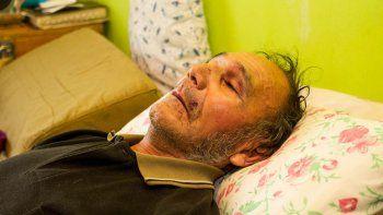 El abuelo de 71 años sufrió varios golpes en el rostro y el cuerpo