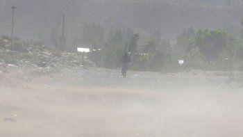 Alertan por vientos intensos en la región del Alto Valle